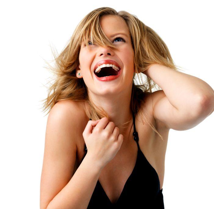 Se vuoi sedurre ed essere attraente impara a ridere e a essere felice