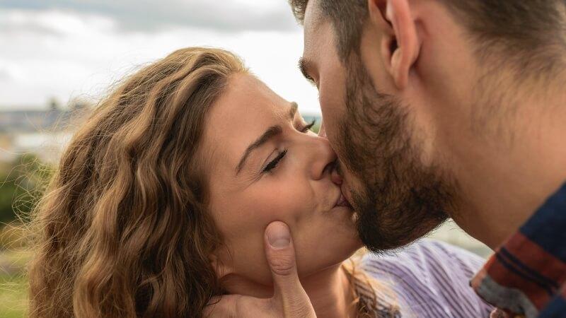 Chat bacio gratis dating UK. No. 1